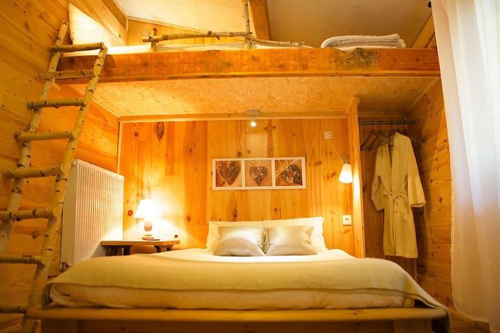 Chambre bois (double) SDB - Targassonne - Bed & Breakfast