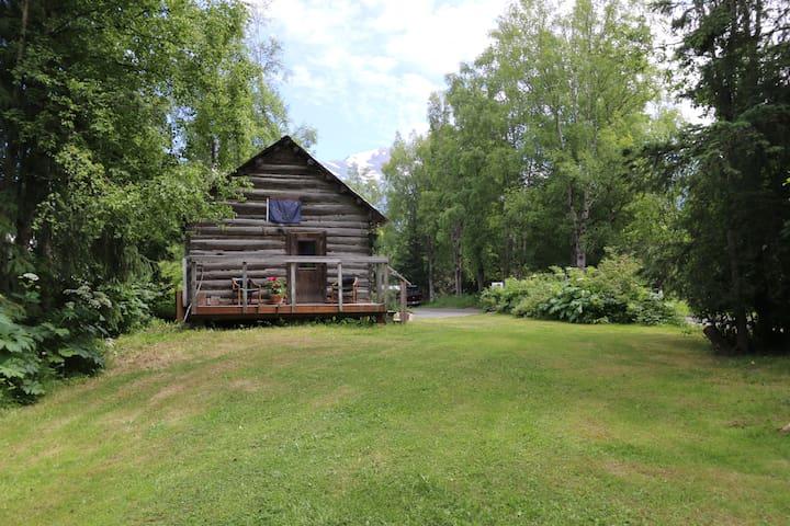 Corner Cabin - Hope, Alaska