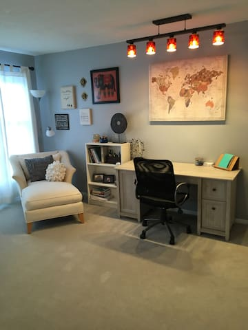 Additional and desk and sitting area in bedroom1