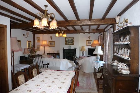 cottage accommodation in rural village - Tarvin - House