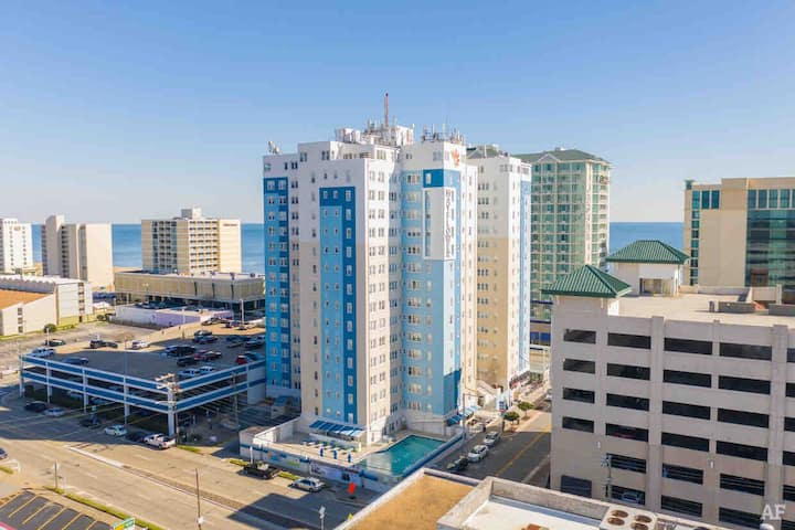 """Oceanfront apartment at the """"Mayflower"""" on strip.!"""