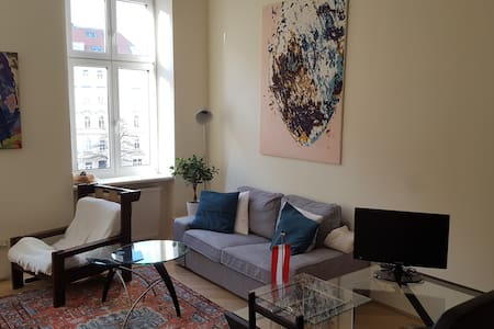 Central & quiet apartment (10 min walk to center) - Wenen