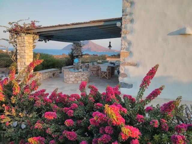 Villa Votsalo Isterni Paros (150 meters from sea)