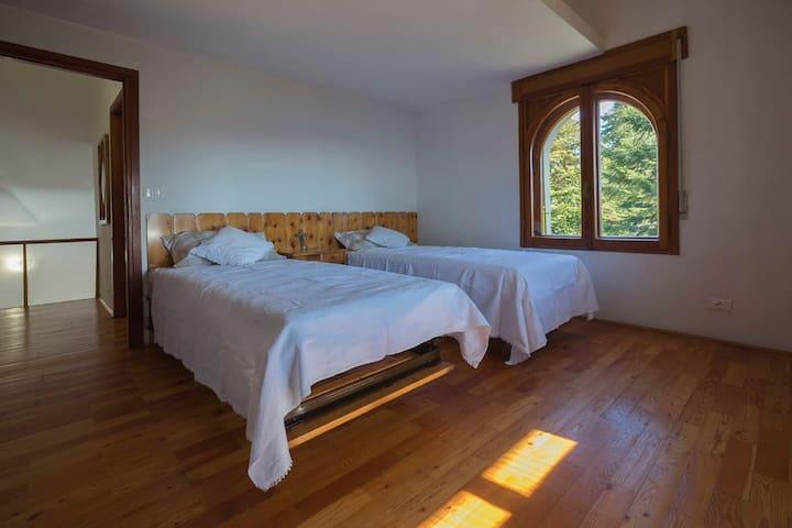 Camera matrimoniale con due letti accostabili