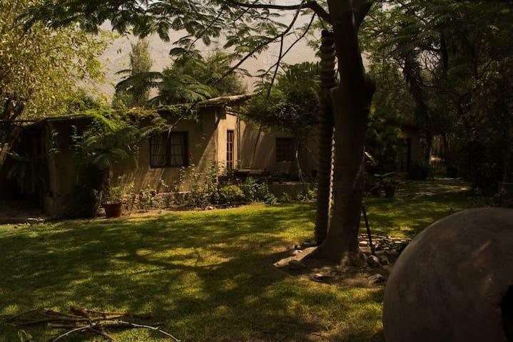 Casa de Campo en Santa Eulalia (Fairy Tale House) - Distrito de Lima - Bungalow