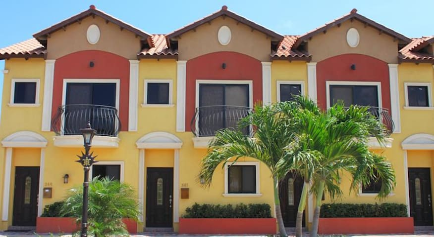 Gold Coast Aruba Beatiful Town Home 2 Bedroom