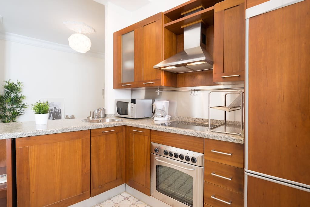 Fully fitted Cherry-wood kitchen
