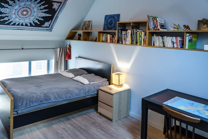 Chambre et bureau dans loft neuf