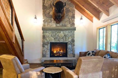 Buffalo Cabin -charming Alpine retreat w/ king bed