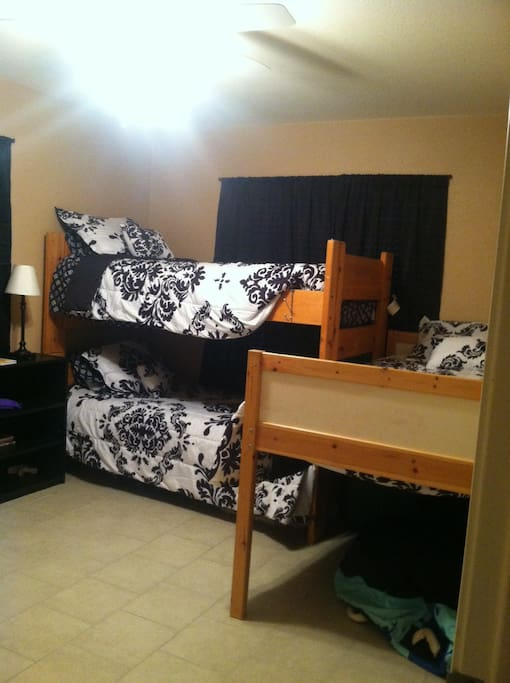 3 twin beds, room for air mattress or two, crib