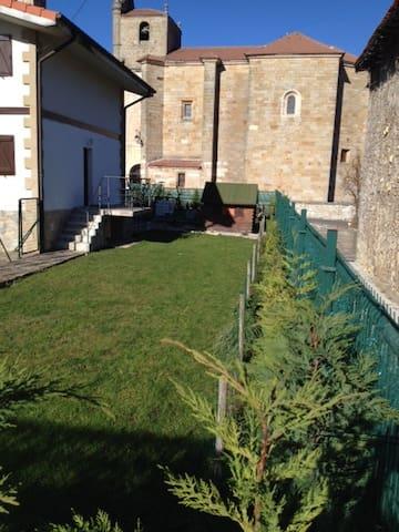 Casa con jardin. (Maison de ville avec jardin) - Eguilaz-Egilatz - Huis