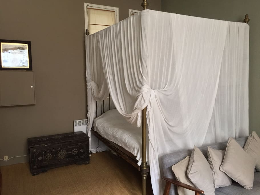 Large 4 poster bed