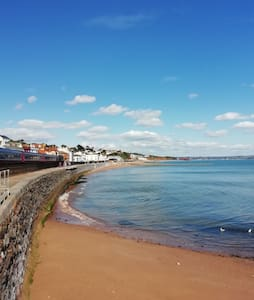 Double bedroom with private en-suite, Dawlish