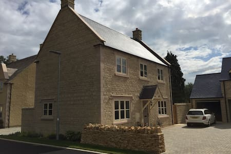 Delightful Modern Cotswold Property - Fairford