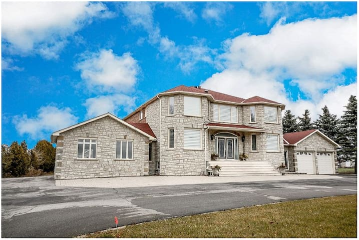 One  bedroom in Stouffville - Whitchurch-Stouffville