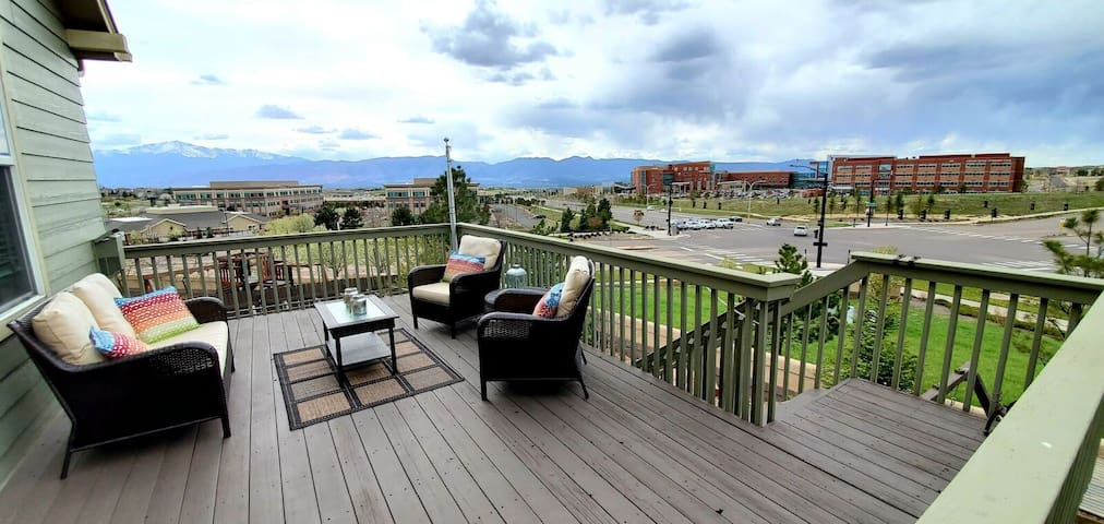 Gorgeous Rancher/Mtn Views/AF Academy-Sleeps 13
