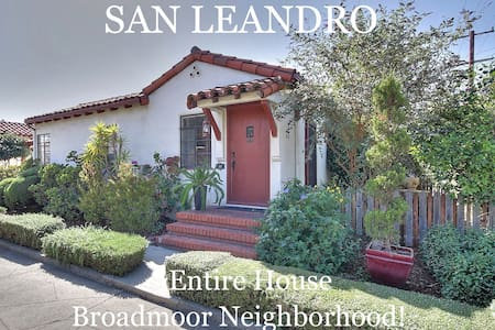 Hollywood-Style Bungalow Court! - San Leandro - Hus