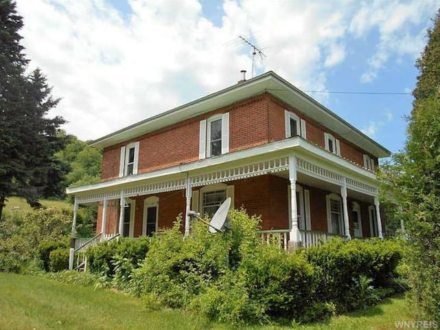 Allegany Road Getaway - 6BR, $600 for 3-7 nights! - Cattaraugus - Casa