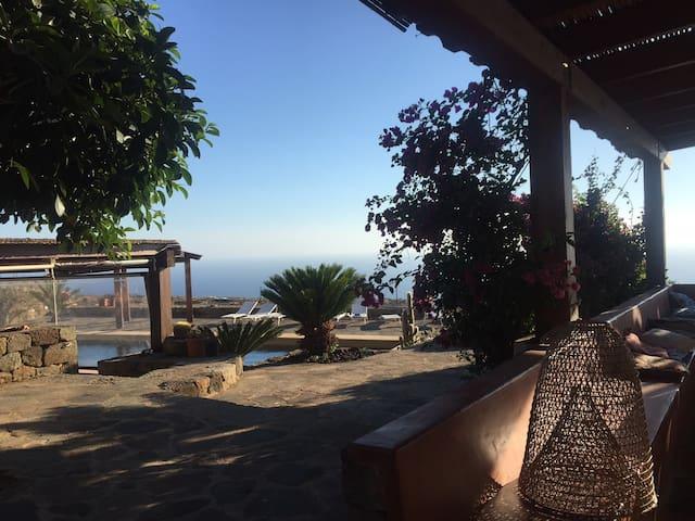 DAMMUSO SALVIA - PISCINA SULLE COSTE AFRICANE - Pantelleria