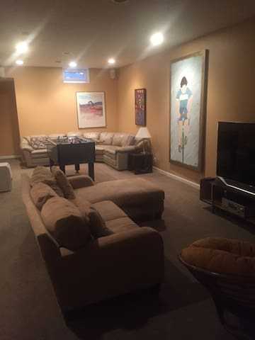 Lower Level River Hills Space (2Bed/1Bath)