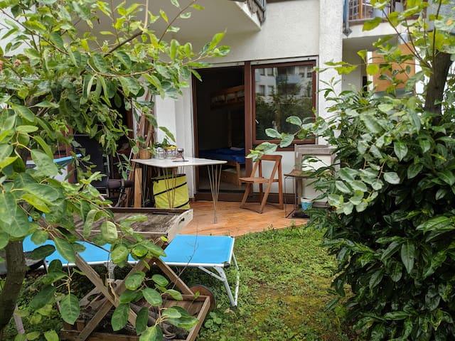 Gästezimmer mit Terrasse, Stg-Ost, Öffi-nah, für 3