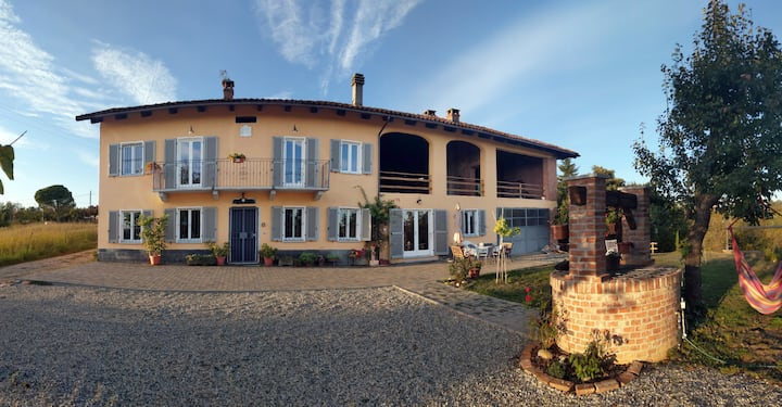 Fantastic italian villa in the Monferrato vineyard