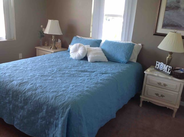 Avon park golf community Queen bedroom #1