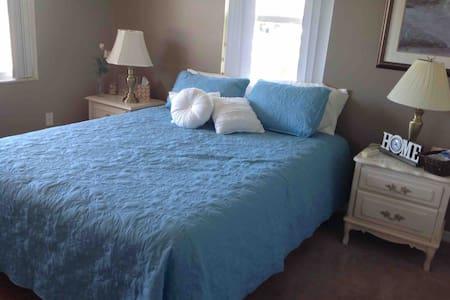 Avon park golf community Queen bedroom #1