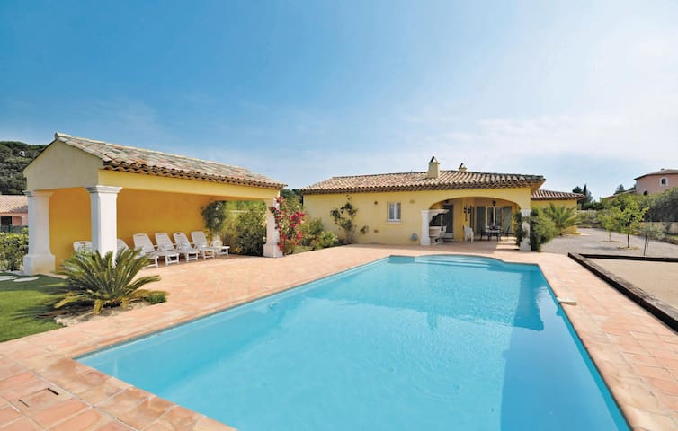 Holiday cottage with 3 bedrooms on 180m² in Sainte Maxime