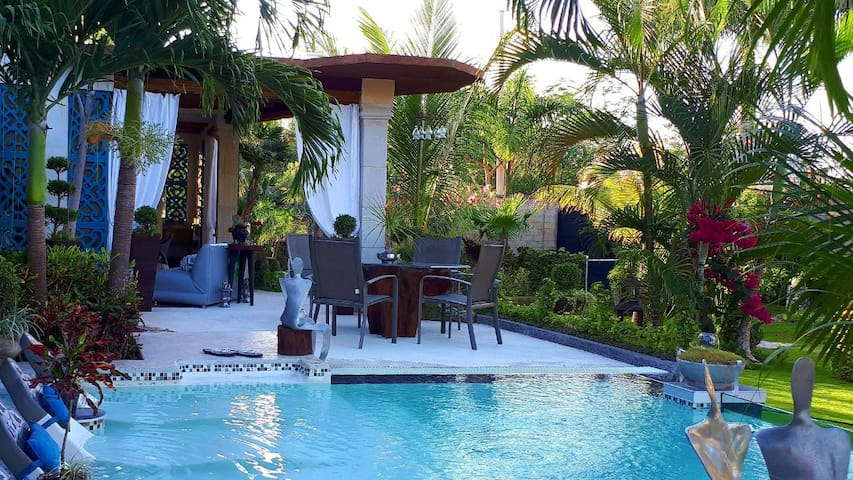 Jungle Bungalow (10 minutes from the airport)