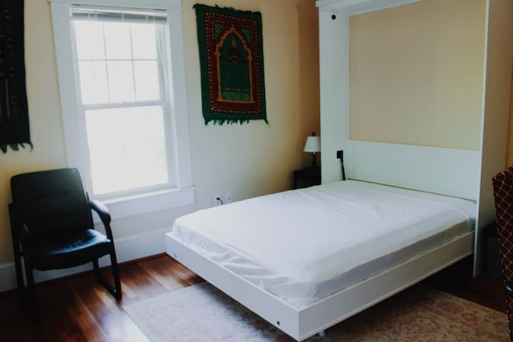 Murphy bed next to UNC & downtown Chapel Hill