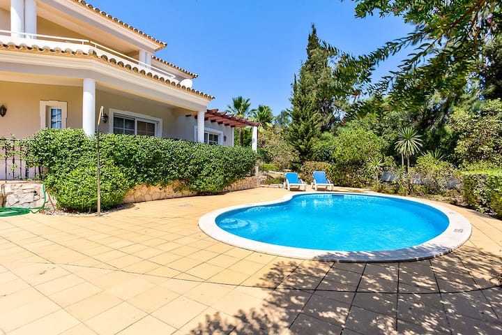 Spacious 4 Bedroom Villa With Heated Pool