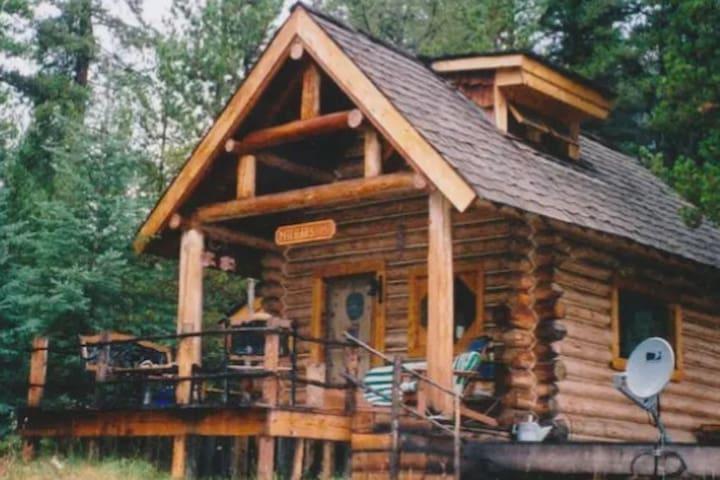 Walden Cabin Yellowstone - Main Cabin