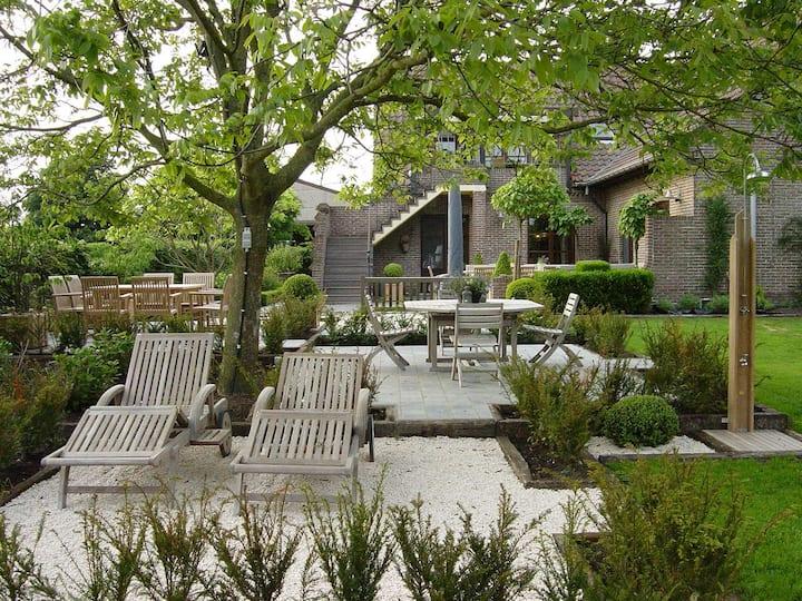 comfortabel appartement met privé terras en tuin