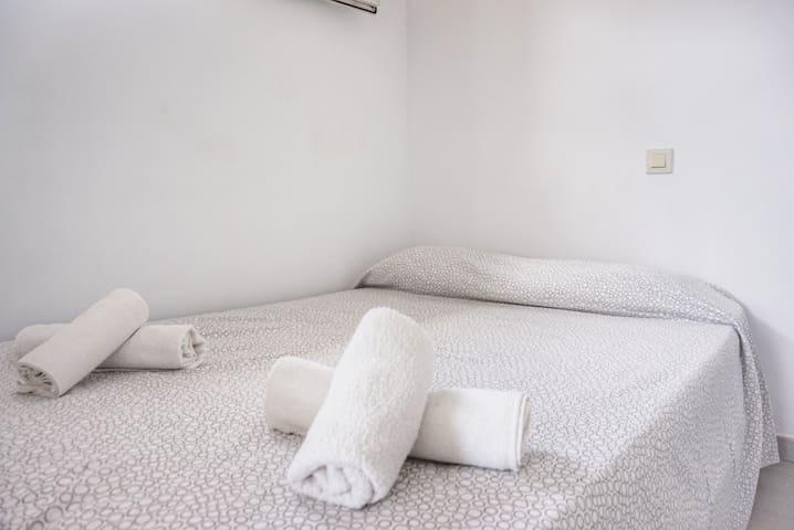 Cama doble *EN-Double bed *FR-lit double