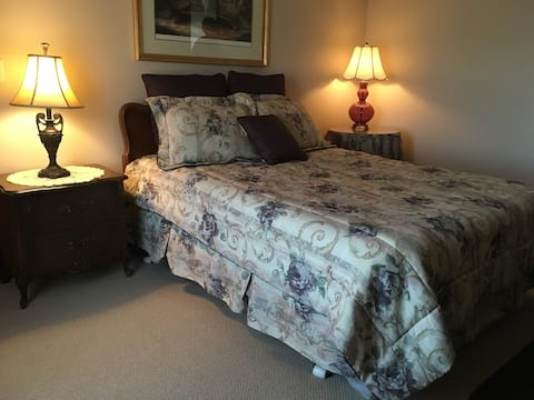 Friendly, Clean and Quiet, Room A Queen bed
