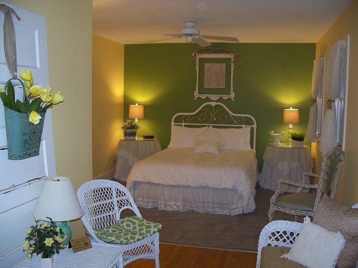 Spring Room in the Cottage of Four Seasons