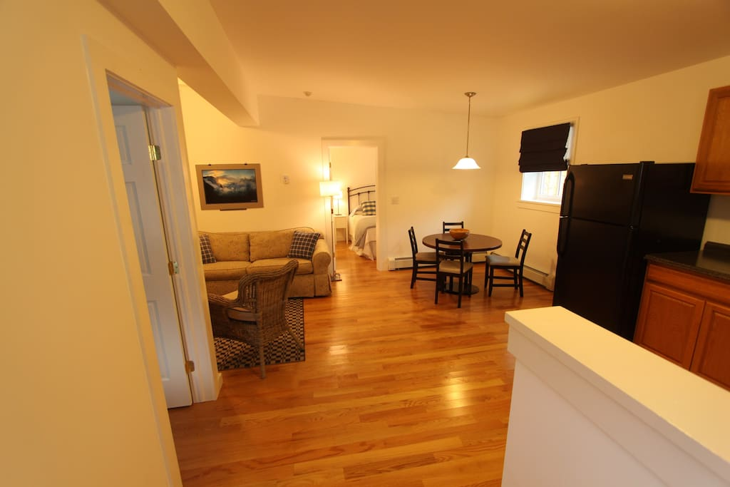 Newly Renovated 2 Bedroom Apartment Apartments for Rent