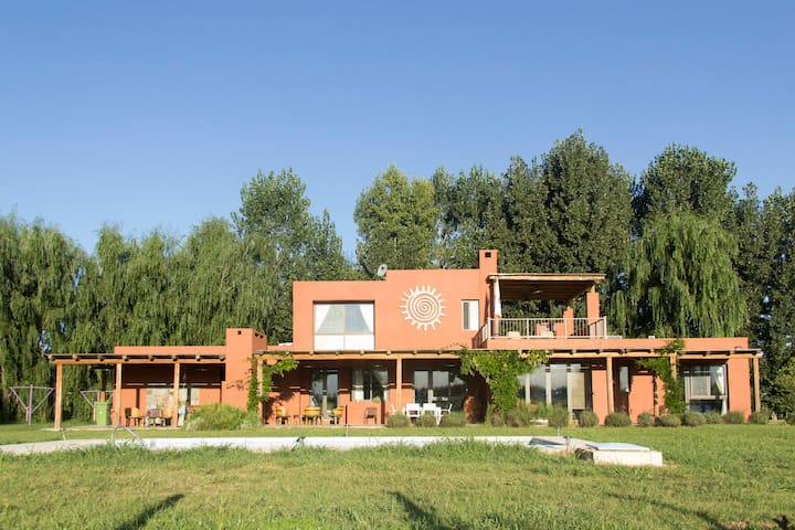 LARGE COUNTRY VILLA IN VALLE DE UCO