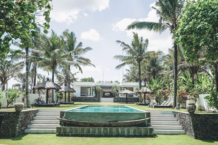 Pantai Hitam- Luxury Beachfront Villa