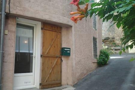 """""""LA GRANGE"""", Maison de village à Durban-Corbières."""