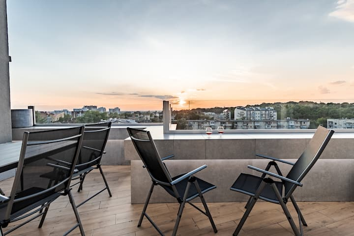 New penthouse with  large terrace and free parking