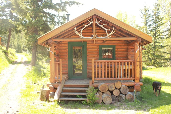Historic Log Cabin on Organic Ranch near Loon Lake