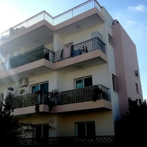 Room in quiet residential area,3km to beach