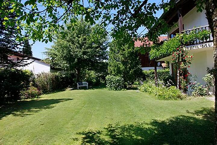 Stylishes Haus mit Garten in absolut ruhiger Lage