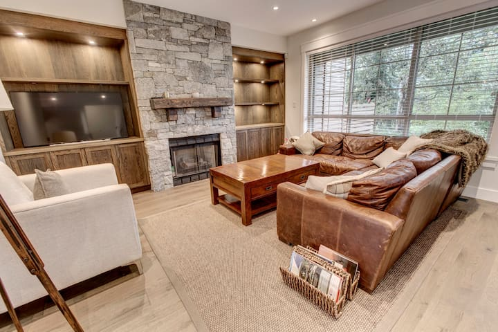 Beautiful 4 Bed Townhome Just Steps to Green Lake