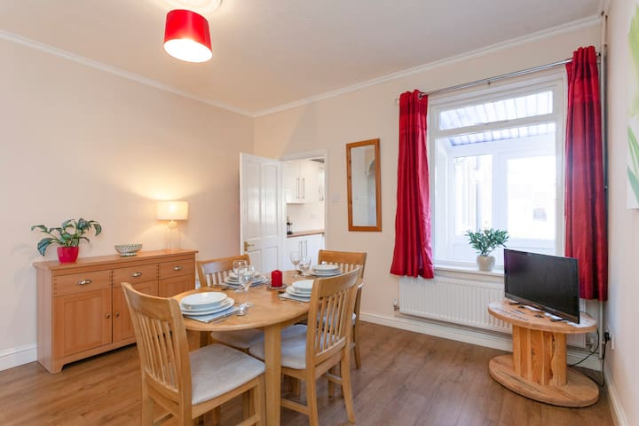 Comfortable, Spacious and convenient 2 bed house.