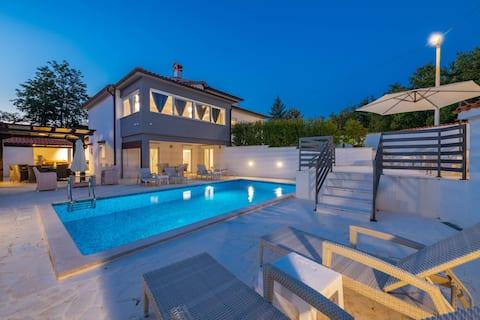 Villa Samuel with pool
