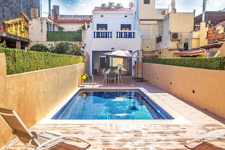 Villa Calella Jardin for 16 guests, only 400m from the beaches of Costa Brava!