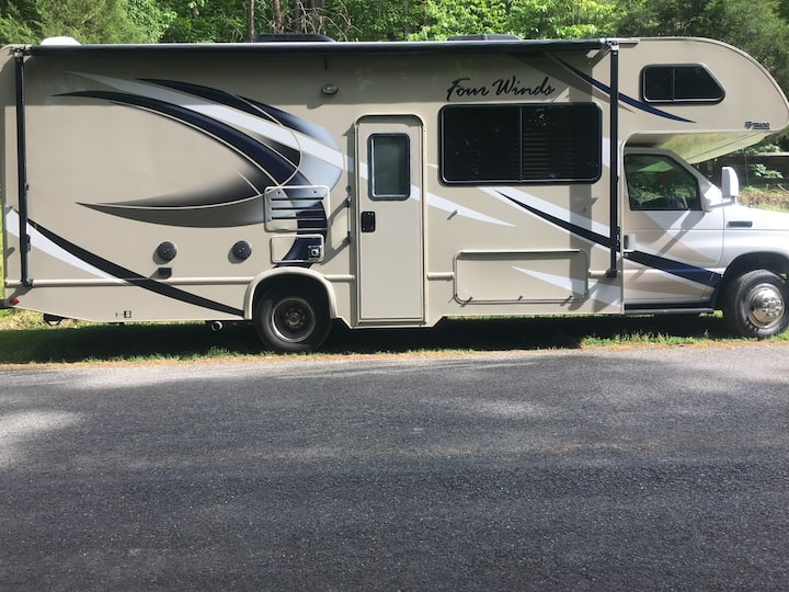 2019 RV, Campground minutes from NC Zoo.